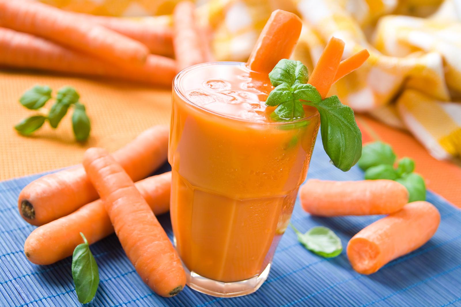 Свежевыжатый морковный сок для беременных